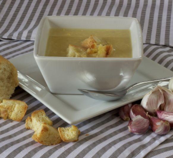 Sopa de ajo, una cena reconstituyente