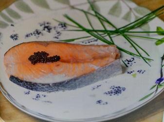 De la revista de este mes y de la mano de una experta... Salmón al caviar.