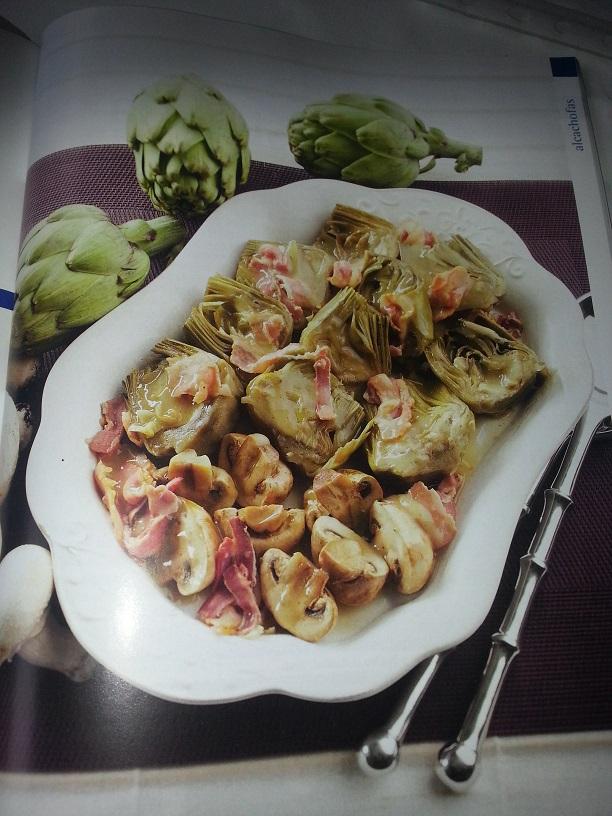 Alcachofas con beicon y champiñones