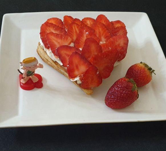 Corazón de hojaldre y fresas