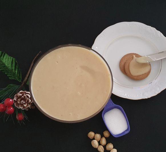 Crema de avellanas, chocolate blanco y azúcar