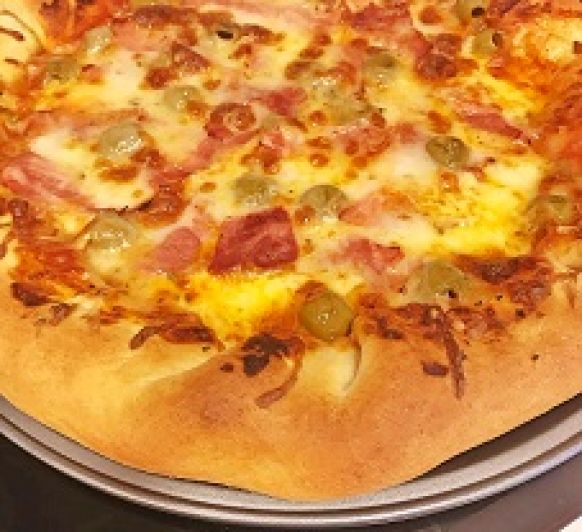 PIZZA CON BORDE RELLENO DE QUESO