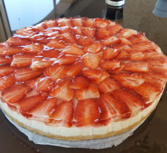 TARTA DE QUESO Y CHOCOLATE BLANCO CON FRESAS