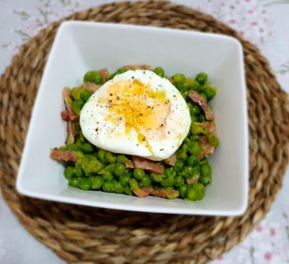 Huevos a la bilbaína con bacon